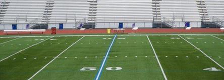 Linea delle yard del campo di football americano 50 Fotografia Stock