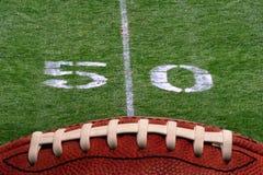 Linea delle yard di gioco del calcio 50 Fotografie Stock