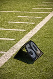 Linea delle yard di gioco del calcio 50 Fotografia Stock