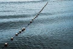 Linea di boa bianca di saferty su vista sul mare Fotografia Stock Libera da Diritti