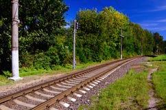 Linea di ferrovia che entra in distanza Fotografia Stock