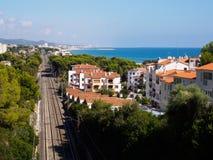 Linea di ferrovia sulla riva di mare Immagine Stock