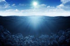 Linea di galleggiamento e priorità bassa subacquea Fotografia Stock