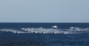 Linea di inizio della concorrenza della corsa di jet ski Immagine Stock