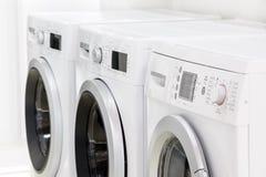 Linea di macchine della lavanderia Immagine Stock