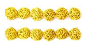Linea di palle della paglia isolate Immagini Stock Libere da Diritti