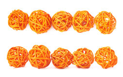 Linea di palle della paglia isolate Immagine Stock
