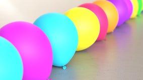 Linea di palloni vibrante colorati su Grey Surface leggero semplice Illustrazione di Stock