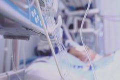 Linea di plastica medica droghe amministrate al paziente fotografia stock