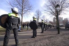 Linea di polizia di tumulto Fotografia Stock Libera da Diritti