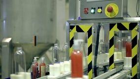 Linea di produzione del trasportatore dei prodotti del sapone stock footage
