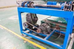 Linea di produzione dell'albero motore della catena di convogliatore del cambio e del motore della fabbrica fotografia stock libera da diritti