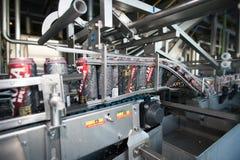 Linea di produzione per l'imbottigliamento della birra Fotografia Stock Libera da Diritti
