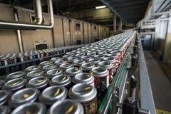 Linea di produzione per l'imbottigliamento della birra Fotografie Stock