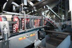 Linea di produzione per l'imbottigliamento della birra Fotografia Stock