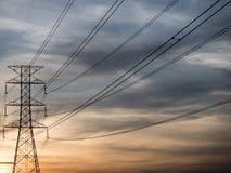 Linea di trasmissione ad alta tensione Fotografia Stock
