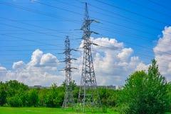 Linea di trasmissione ad alta tensione torre del pilone Fotografia Stock Libera da Diritti