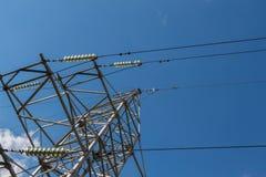 Linea di trasmissione elettrica ad alta tensione Immagini Stock
