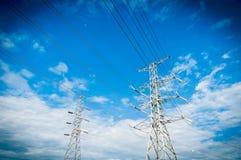 Linea di trasmissione di elettricità o pilone, potere ad alta tensione al TR Immagini Stock Libere da Diritti