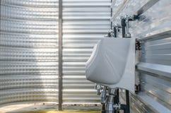 Linea di vaso da notte dell'uomo bianco nella toilette Fotografia Stock Libera da Diritti