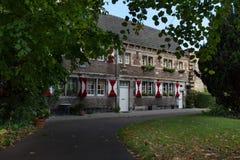 Linea di vecchie case collegate nella parte medievale di Maastricht Fotografia Stock