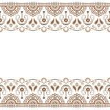 Linea elemento del hennè di Mehndi del pizzo con il modello dei cerchi nello stile indiano per la carta o tatuaggio su fondo bian Immagini Stock