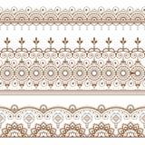 Linea elemento del hennè di Mehndi del pizzo con il modello dei cerchi nello stile indiano per la carta o tatuaggio su fondo bian Immagine Stock