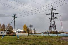 Linea elettrica ad alta tensione - azzurro Immagini Stock Libere da Diritti
