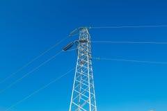 Linea elettrica ad alta tensione - azzurro Fotografia Stock Libera da Diritti