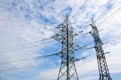 Linea elettrica ad alta tensione colonna Immagini Stock Libere da Diritti