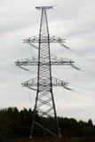 Linea elettrica ad alta tensione del cuscinetto del metallo Fotografie Stock
