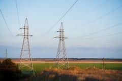 Linea elettrica ad alta tensione del cuscinetto del metallo Fotografia Stock
