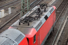 Linea elettrica ad alta tensione del treno Fotografia Stock
