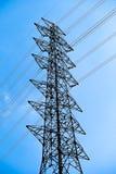 Linea elettrica ad alta tensione della posta Immagini Stock