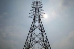 Linea elettrica ad alta tensione della posta della siluetta Immagine Stock