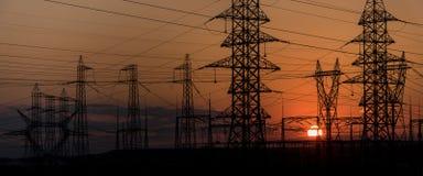 Linea elettrica ad alta tensione della torre Fotografia Stock
