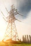 Linea elettrica ad alta tensione di sostegno Fotografia Stock