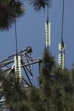 Linea elettrica ad alta tensione di sostegno della capriata Fotografia Stock Libera da Diritti