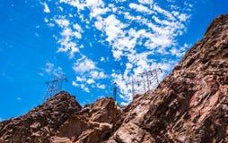 Linea elettrica ad alta tensione nel Nevada L'infrastruttura della diga di aspirapolvere Fotografie Stock Libere da Diritti