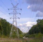 Linea elettrica ad estate industriale, natura immagine stock libera da diritti