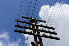 Linea elettrica cielo blu Fotografia Stock Libera da Diritti
