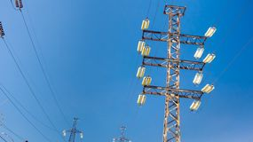 Linea elettrica contro il cielo Fotografia Stock Libera da Diritti