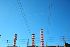 Linea elettrica della centrale elettrica di Turbogas Immagini Stock Libere da Diritti