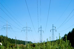 Linea elettrica della trasmissione e del pilone fotografie stock libere da diritti