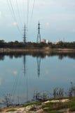 Linea elettrica sopra il fiume Immagini Stock Libere da Diritti