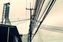 Linea elettrica supporto, isolanti e cavi Immagini Stock Libere da Diritti