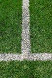 Linea marcature bianca sul campo di calcio Fotografie Stock