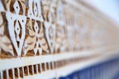 linea nell'estratto ceramico della vecchia pavimentazione in piastrelle dell'Africa Fotografia Stock