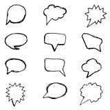 Linea nera insieme dei fumetti su fondo bianco Insieme degli elementi disegnati a mano Icona piana dell'icona dei fumetti illustrazione vettoriale