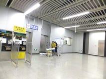 Linea 11, paesaggio dell'interno della metropolitana di Shenzhen della stazione della metropolitana di Baoan Fotografia Stock